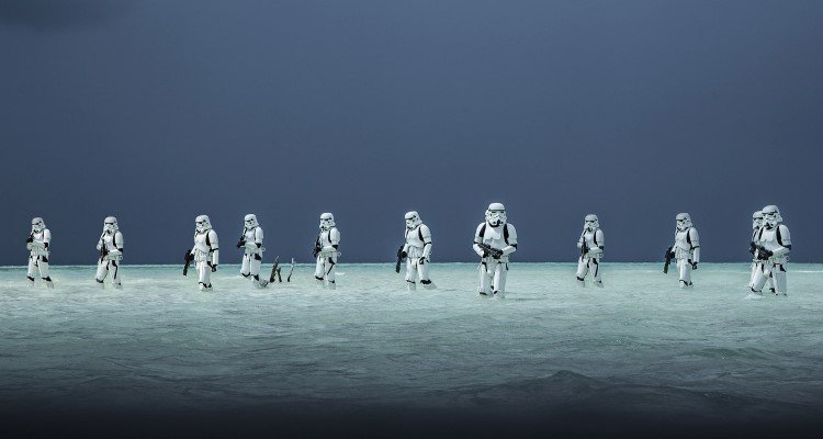 rogueone-gallery-stormtroopers-water_4466c2a4