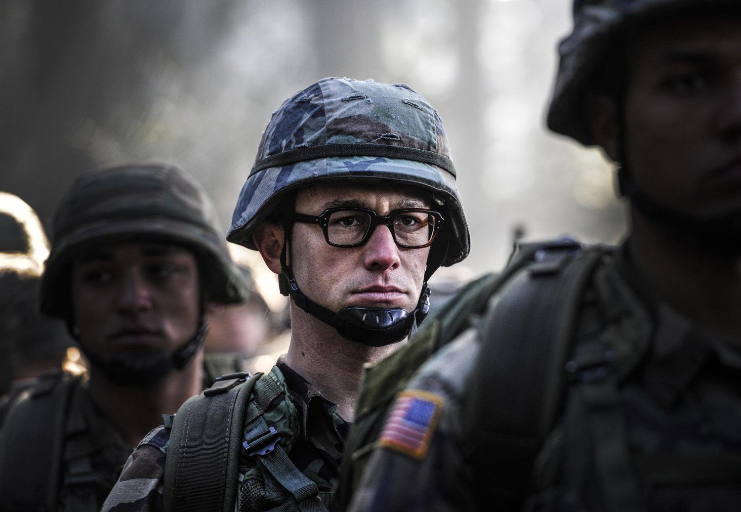 still-of-joseph-gordon-levitt-in-snowden-2016-1500x1036